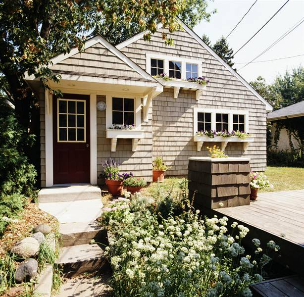 Cute cottage with curb appeal and interesting details