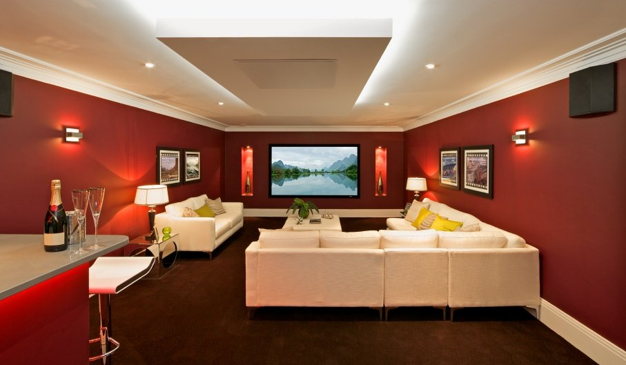 red_theater_room_000016944382.jpg