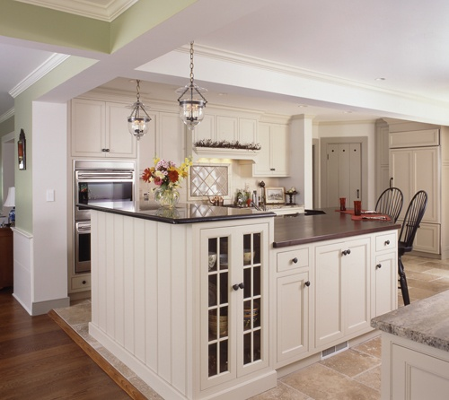Classic traditional kitchen in Wilton CT, kitchen designer is Clark Construction of Ridgefield, Inc.