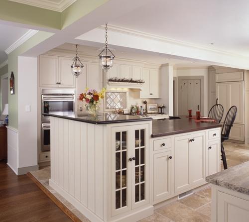 Classic traditional kitchen in Wilton CT, kitchen designer is Clark Construction of Ridgefield, Inc.