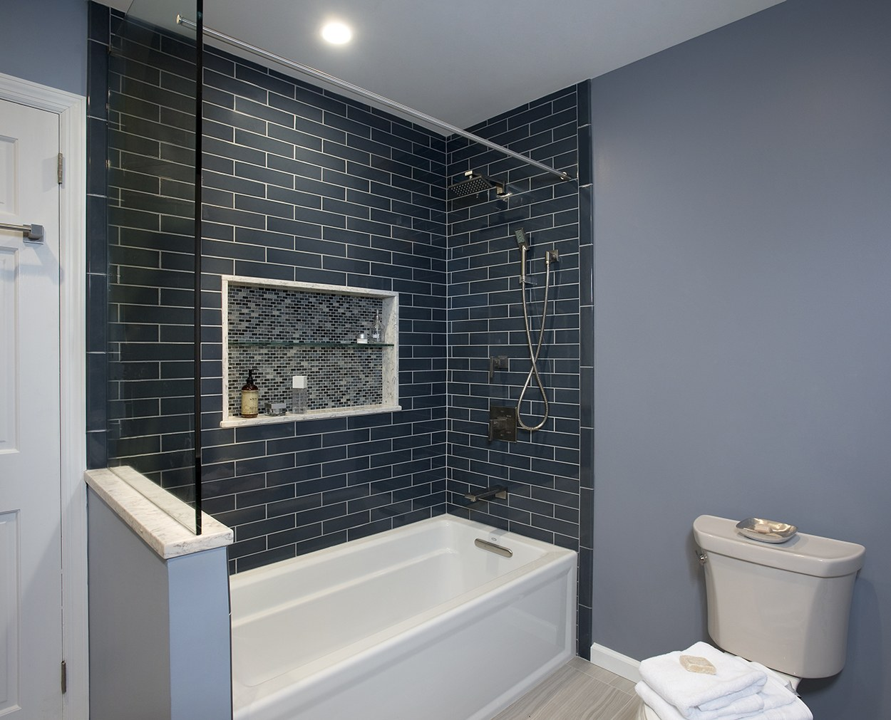 Classic new England Colors in this tub surround