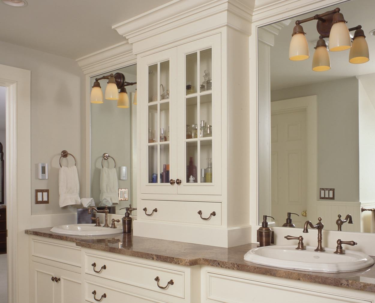 Double vanities with a wall unit in between.